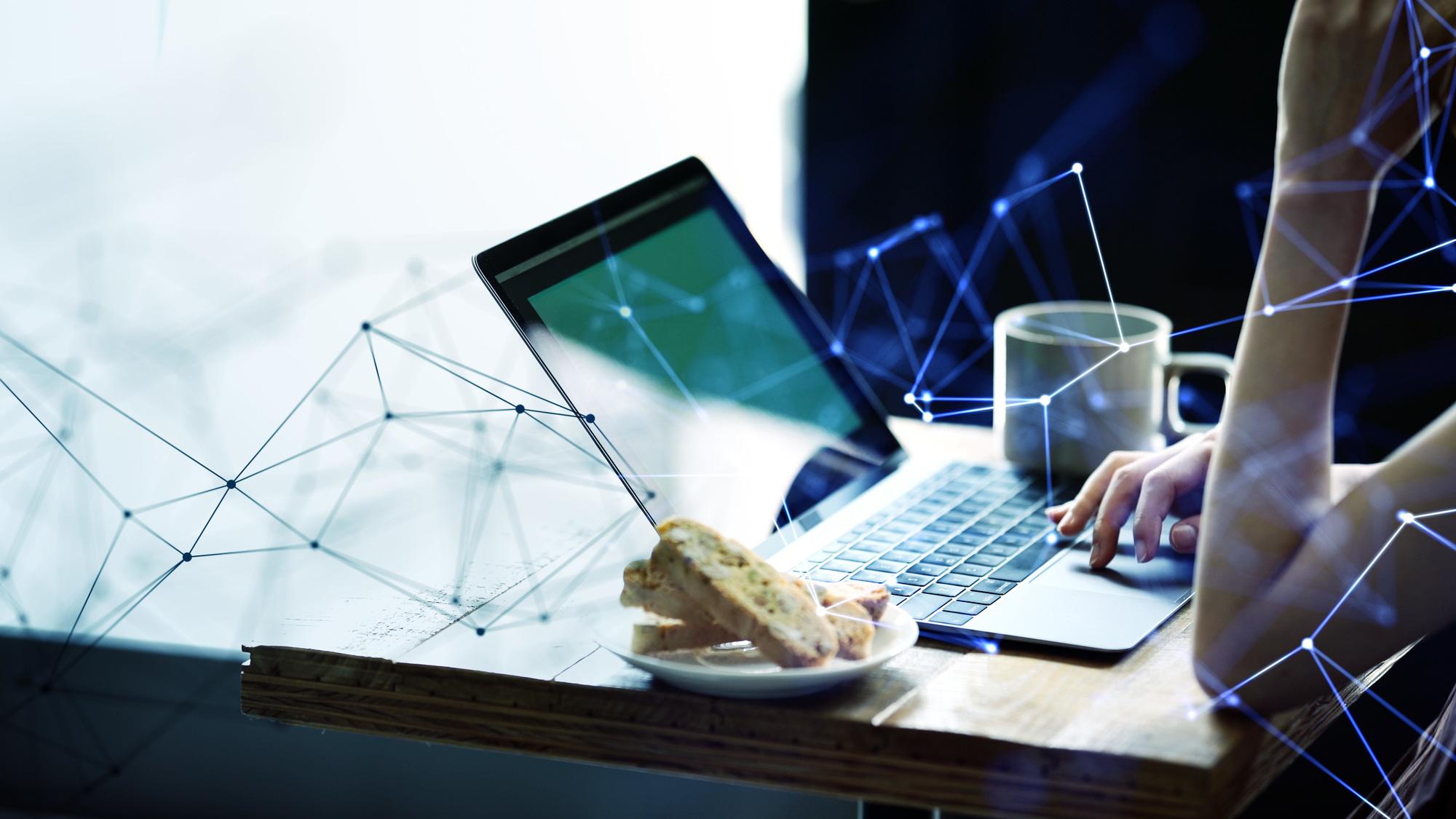自宅にいながら会社PCに遠隔でアクセス!ツールとメリットをご紹介します。